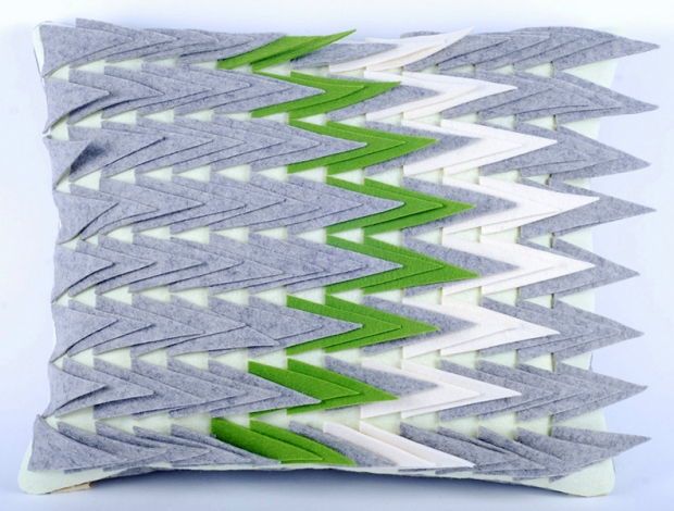 Design díszpárna - TÜSKÉS kollekció - zöld-fehér