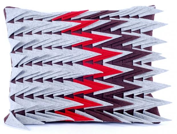 Design díszpárna - TÜSKÉS kollekció - barna-piros