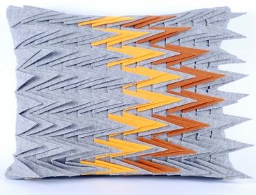 Design díszpárna - TÜSKÉS kollekció - mókusbarna-sárga