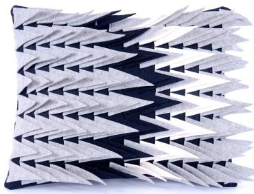 Design díszpárna - TÜSKÉS kollekció - fekete